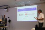Bild von Prof. Roop (l) und Prof. Teich (r) im Vortragsraum des RRZE