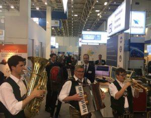 3 bayerische Musikannten auf dem ESI-Stand der Hannovermesse